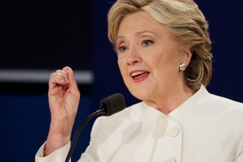 """Hilary Clinton n'est pas plus corrompue que la moyenne de la classe politique américaine mais elle a le """"tort"""" d'être une femme ambitieuse. Le sexisme est un immense fléau et un tabou au pays de l'oncle Sam. Aussi est-elle comptable des casseroles de son époux qui a frôlé la destitution."""