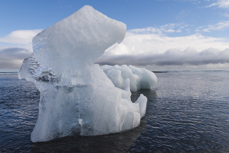 Une tonne de CO2 émise dans l'atmosphère fait fondre 3 m2 de glace. Photo: Daniel Koeg